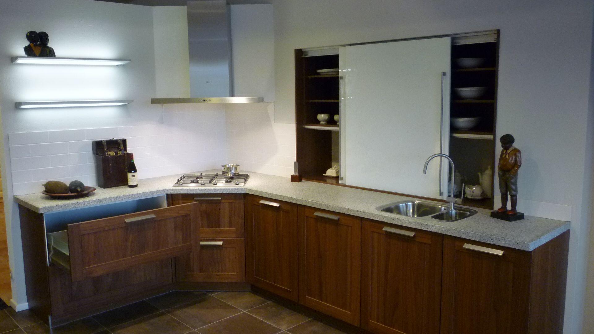 ... keukens voor zeer lage keuken prijzen  Noten hout keuken met