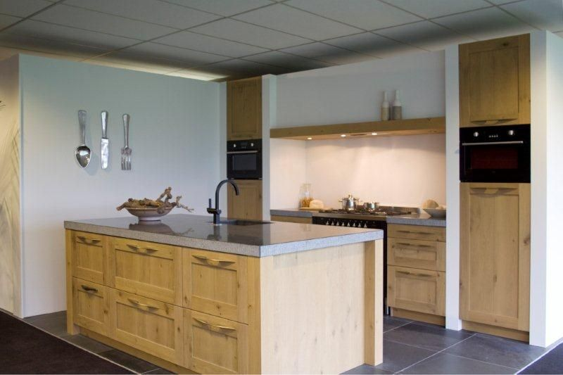 Alle showroomkeuken aanbiedingen uit nederland keukens voor zeer lage - Centrale eiland houten keuken ...