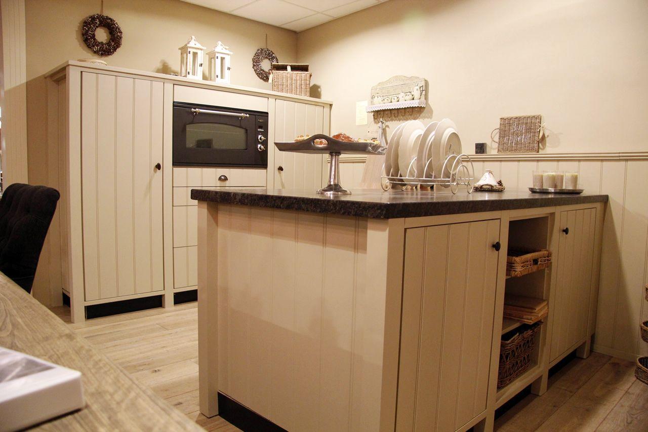 Beige Landelijk Keuken : Showroomkeukens be alle showroomkeuken aanbiedingen uit