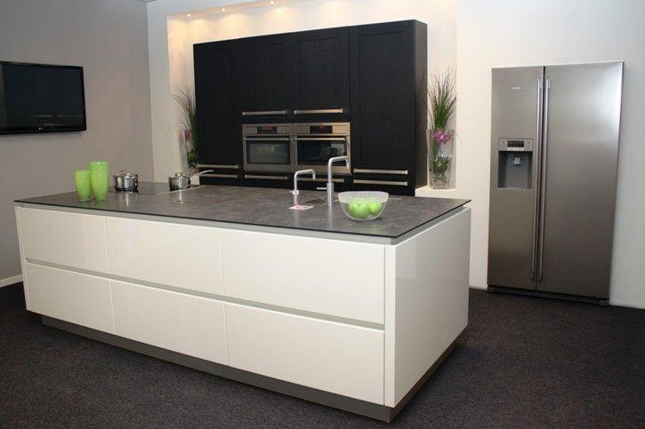 Design Stopcontact Keuken : Showroomkeukens be alle showroomkeuken aanbiedingen uit