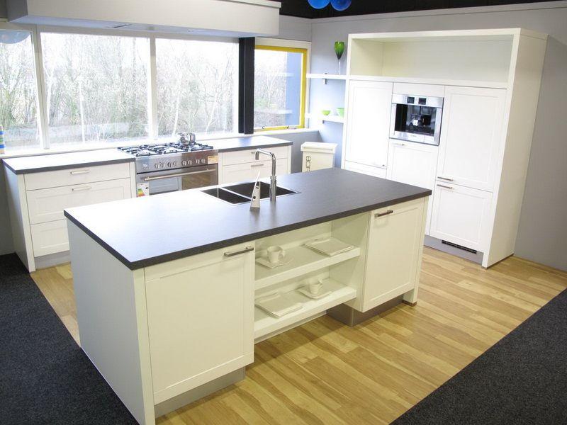 Alle showroomkeuken aanbiedingen uit nederland keukens voor zeer lage - Centrale eiland prijzen ...